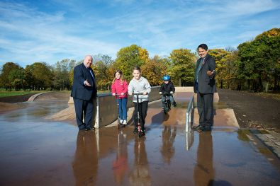 Mayor Anderson and Stephen Twigg MP with young skate park users