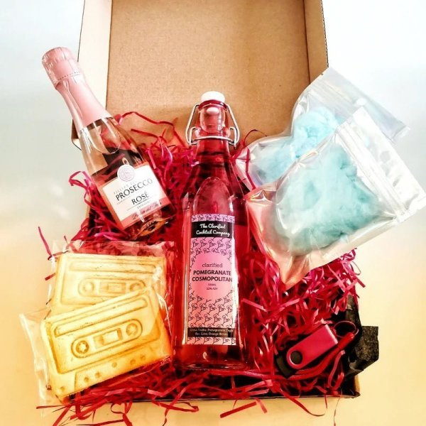 Good Liverpool Valentines Hampers
