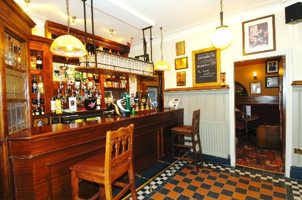 Roscoe Head bar