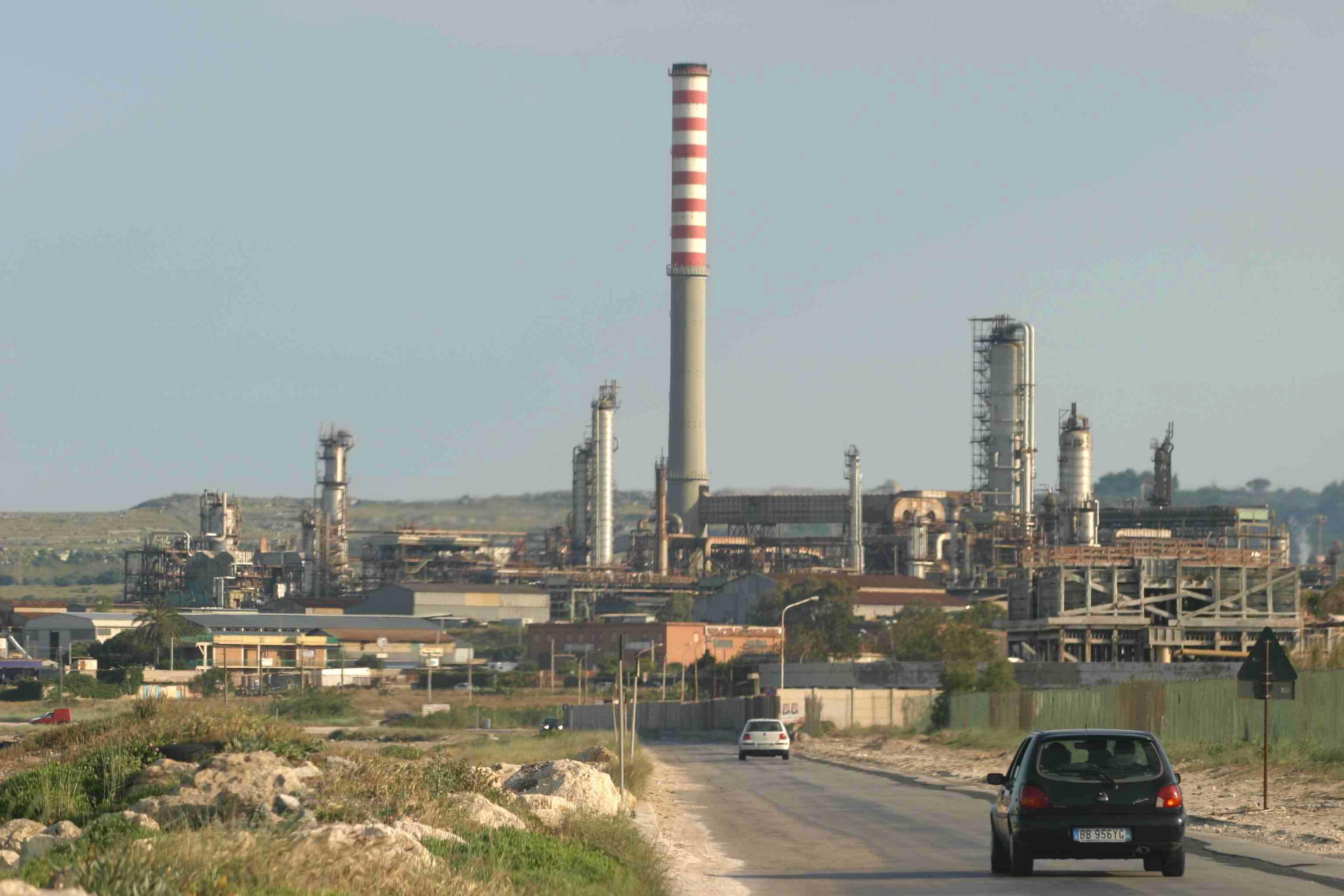 Raffineria di Augusta agli algerini La Esso Italiana ha