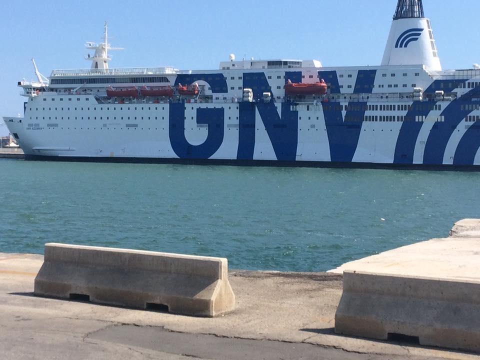 Mille posti sulla nave quarantena, imbarcati già 250 migranti - Live Sicilia