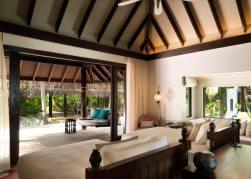 Anantara_Kihavah_Maldives_Beach_Pool_Residence_connecting_pathway-AKH_3598