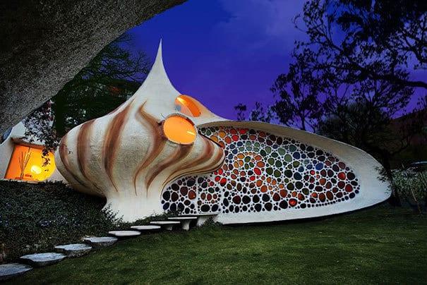 Ne plac casele moderne cu un design plăcut, dar ce părere aveţi despre acestea? Cele mai stranii case din lume!