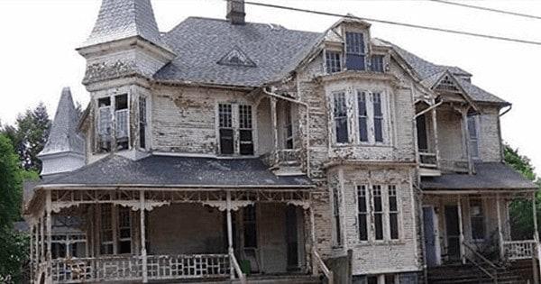 Aflată într-o stare deplorabilă, această casă construită în 1887 a fost restaurată şi şi-a recăpătat gloria pierdută.