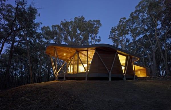 Aceasta este una dintre cele mai moderne case de lemn pe care le poţi construi. Interiorul este cu totul special!