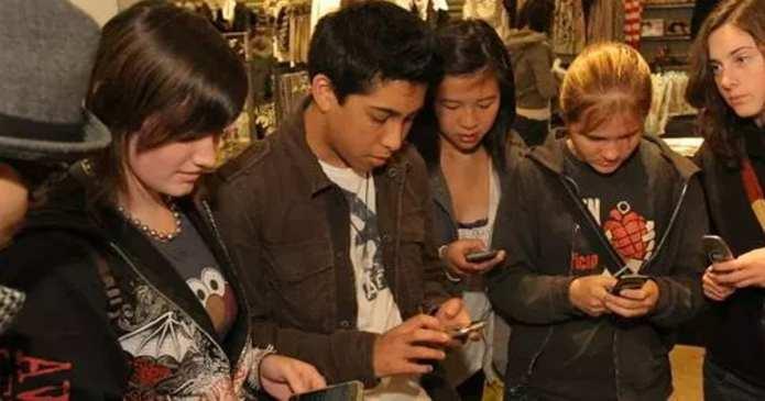 11 Motive pentru care sa va țineți copiii departe de rețelele de socializare