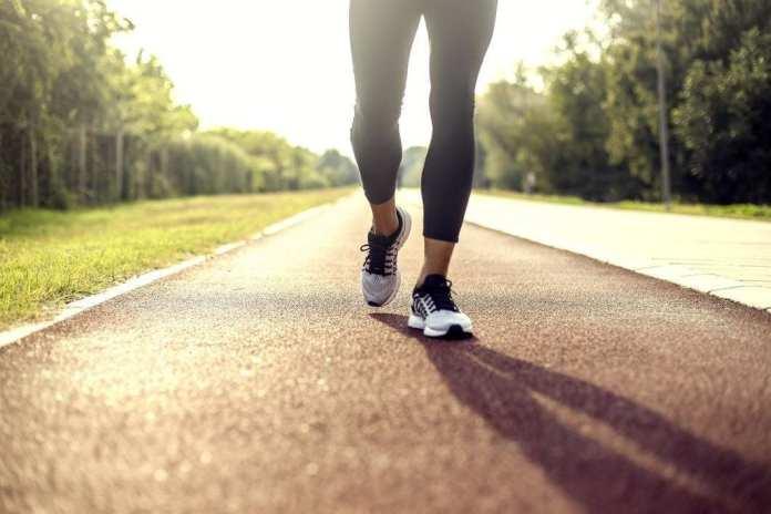 15 beneficii ale mersului pe jos timp de 30 de minute în fiecare zi