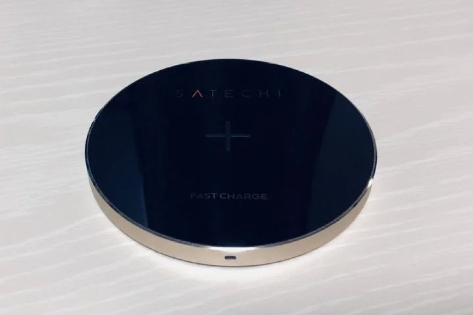 Satechi Qiワイヤレス充電器 外観