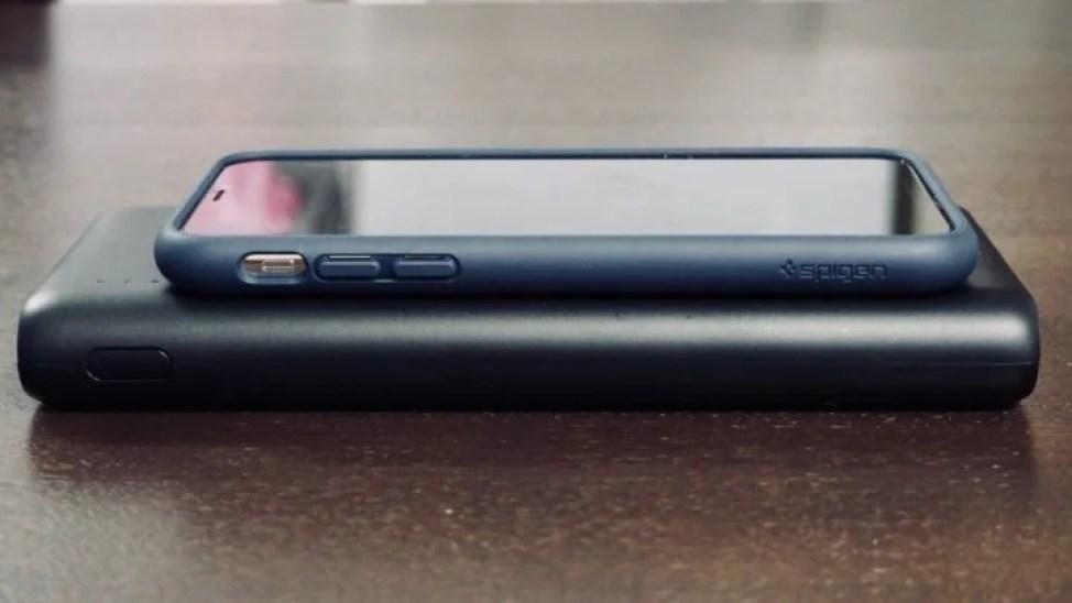Anker PowerCore 2600 iPhone Xと大きさ比較