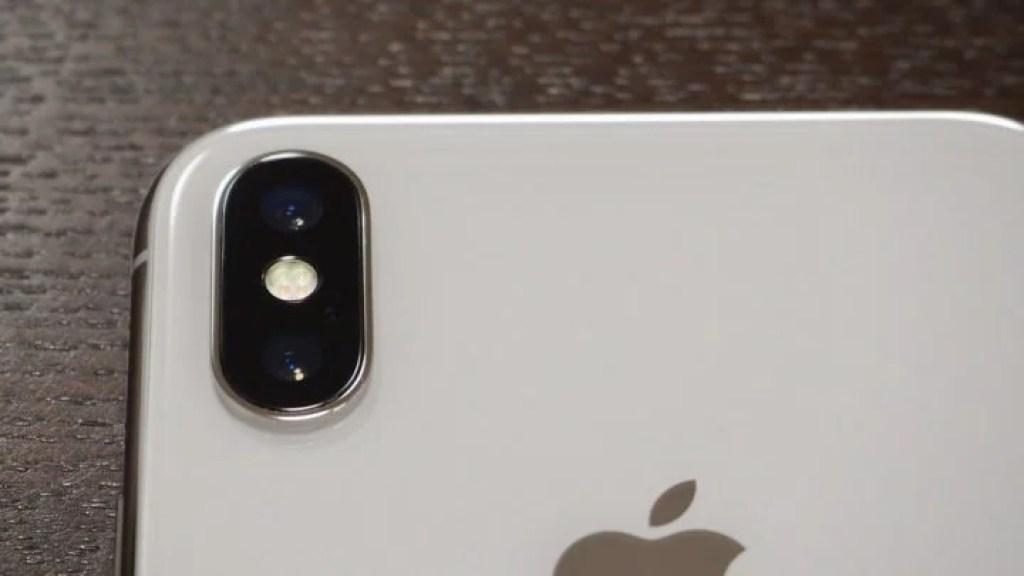 iPhone X 出っ張ったカメラレンズ