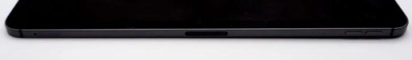 Apple PencilをiPad Pro側面にある「磁気コネクタ」にくっつける