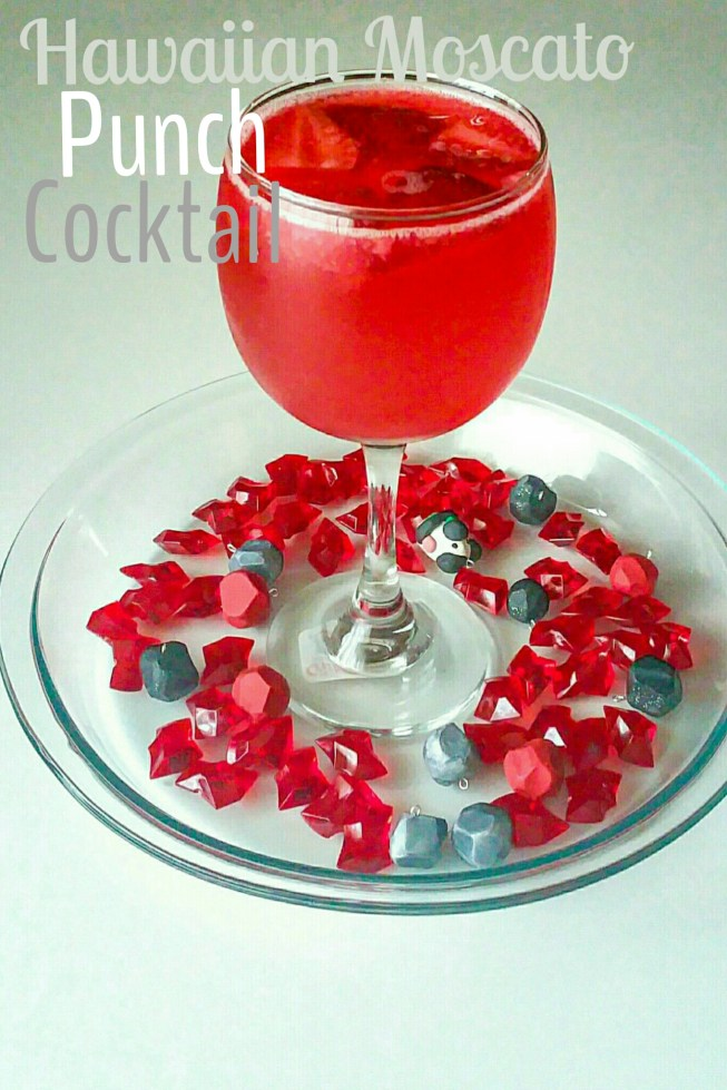 Hawaiian-Moscato-Cocktail-punch-featured_1429088461