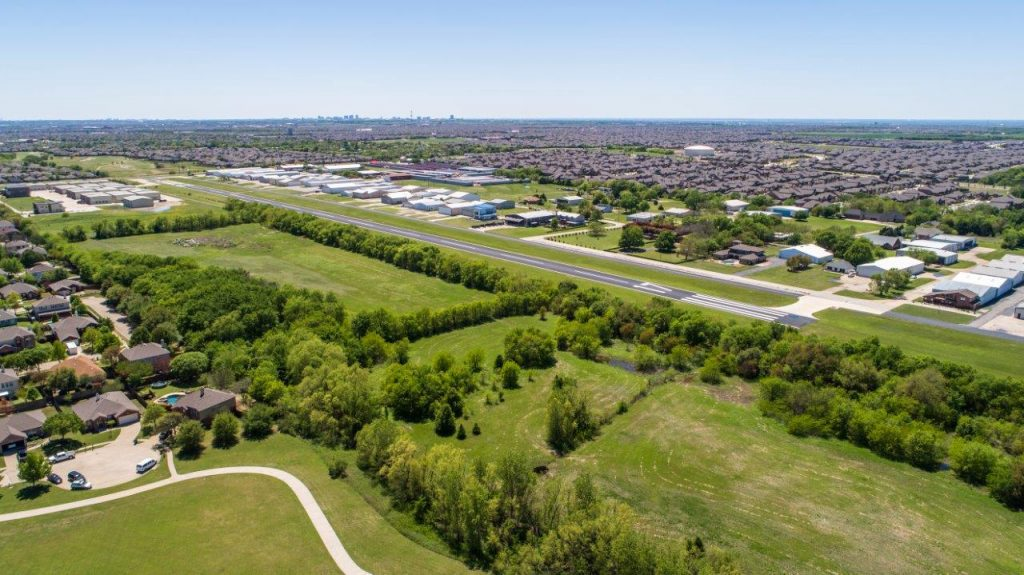 27 Acres With Through The Fence Access To Aero Country