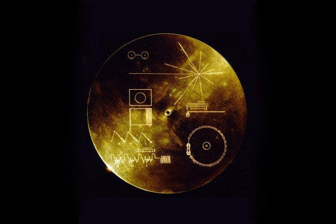 the-golden-record-voyager-1-2.jpg