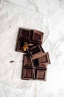 pic of  cracked chocolate