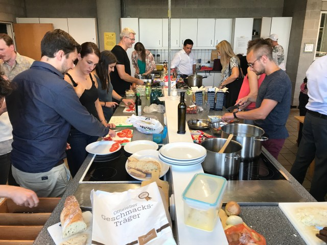 Cooking and meeting new people at the same time is fun and easy at vhs stuttgart. Picture credit: vhs stuttgart
