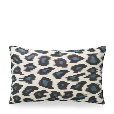 ikat kussen zijden luipaard print blauw