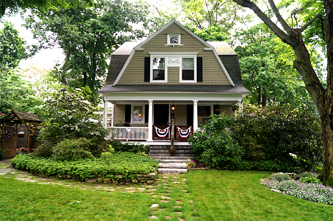 Enjoyable Lovely Historic 1903 Dutch Colonial In University Area Living Largest Home Design Picture Inspirations Pitcheantrous