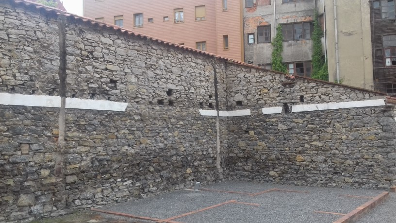 Remnants of walls from ciudadelas