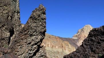 day-17-lava-columnar-joint-edge-on