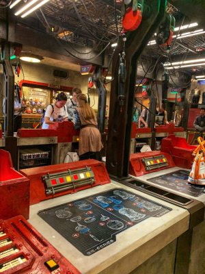 BUILD YOUR OWN DROID DEPOT STAR WARS GALAXY'S EDGE IN WALT DISNEY WORLD