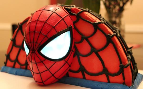 Baskin Robbins Amazing Spiderman 2 Ice Cream Cake Review Living Chic Mom