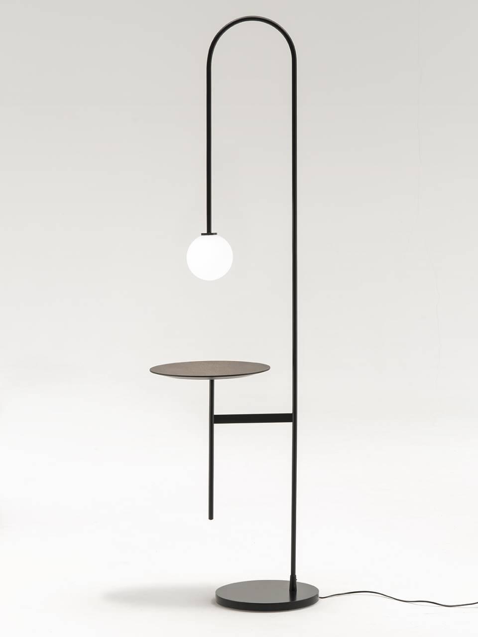 I migliori divani di design sono da fattorini. Light With A Table