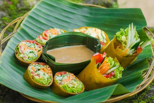 Mango Wrap (Raw Coconut & Mango Wrap, Filled with Ginger Pâté, Lettuce, Fresh Vegetables, Sesame Garlic Dipping Sauce)