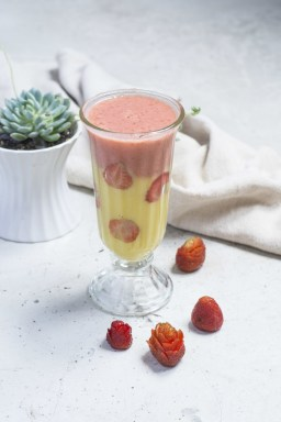Banana-Strawberry (Banana with Strawberry, Coconut Water)