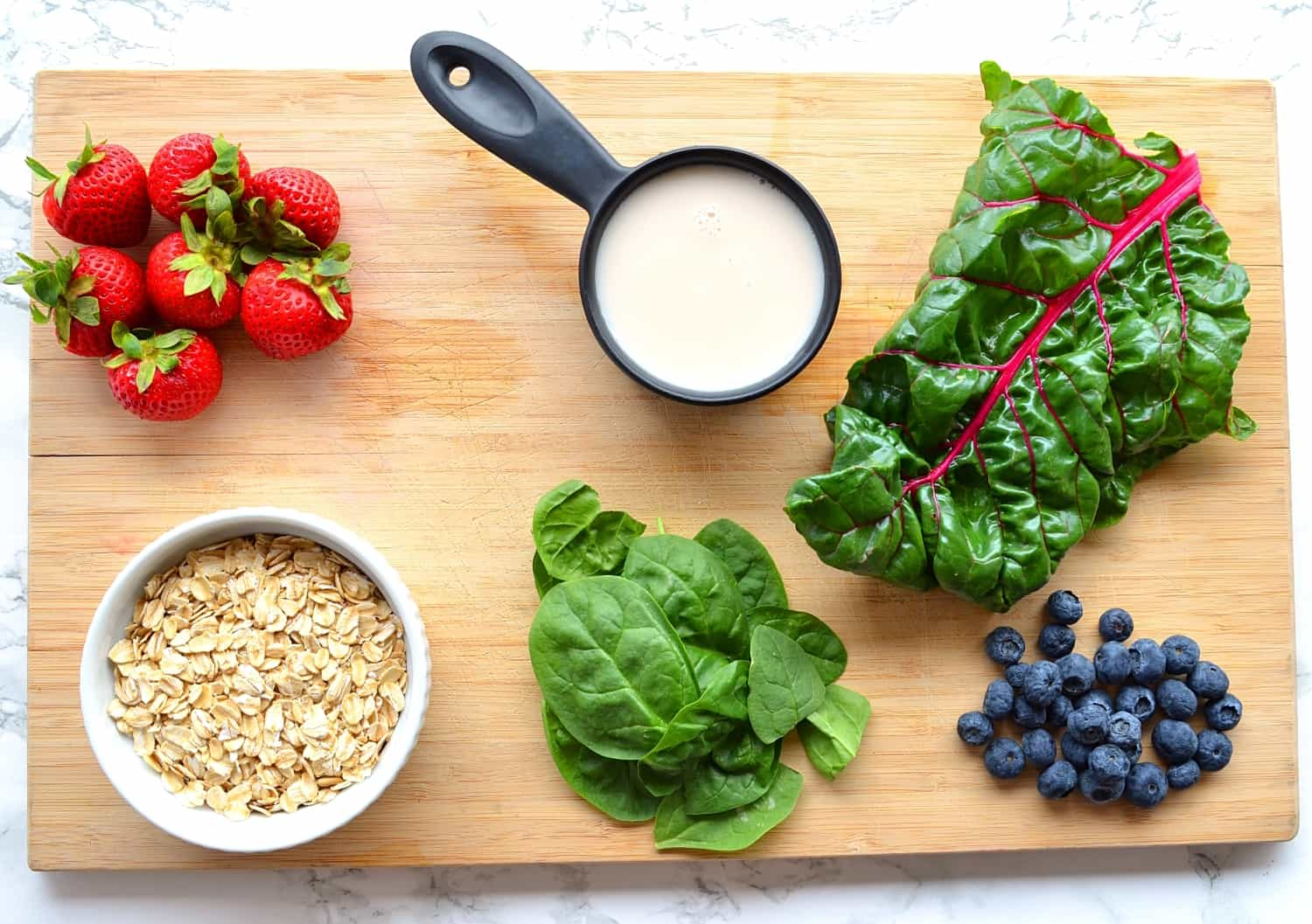 Spinach and blueberry smoothie ingredients