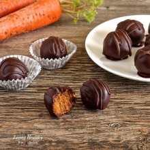 Paleo Carrot cake truffles recipe - gluten/grain/dairy/egg/sugar free