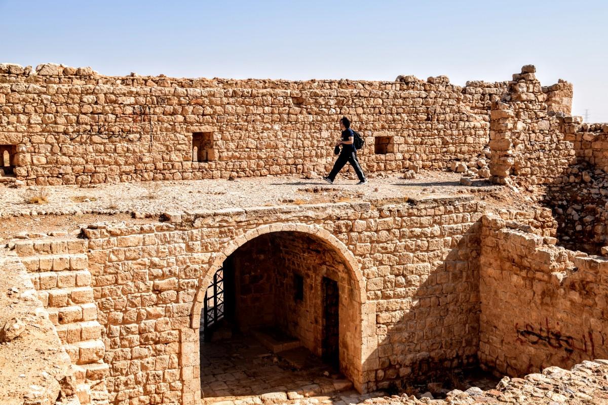 Qasr Al-Dab'ah - Exploring the roof