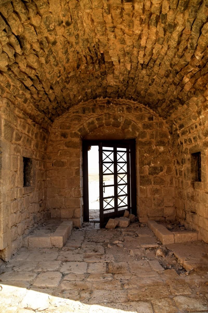 Qasr Al-Dab'ah - Door from inside