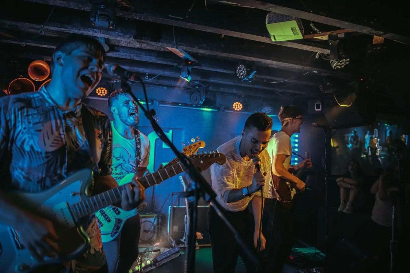 Sub-Radio : DC9 Nightclub   Photos   LIVING LIFE FEARLESS