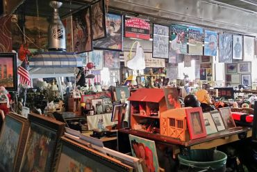 A former New York sanitation worker has created a museum out of stuff people have thrown away | News | LIVING LIFE FEARLESS