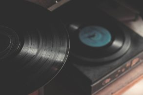 The Internet Archive is attempting to preserve and digitize over 100,000 vinyl LPs | News | LIVING LIFE FEARLESS