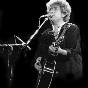 Bob Dylan sells his complete songwriting catalog for $300 million+ | News | LIVING LIFE FEARLESS