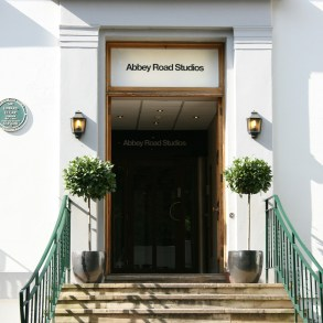 A documentary on the legendary Abbey Road Studios is in the works | News | LIVING LIFE FEARLESS