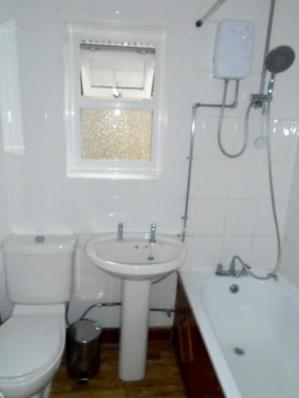 58_Somerset_bathroom_a