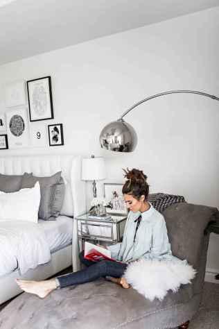 Gallery wall ideas bedroom (59)