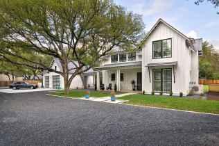 90 Modern American Farmhouse Exterior Landscaping Design (25)
