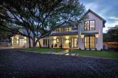 90 Modern American Farmhouse Exterior Landscaping Design (31)