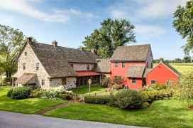 90 Modern American Farmhouse Exterior Landscaping Design (50)