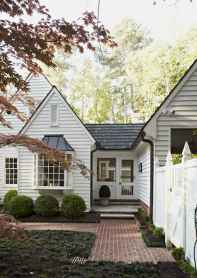 90 Modern American Farmhouse Exterior Landscaping Design (56)