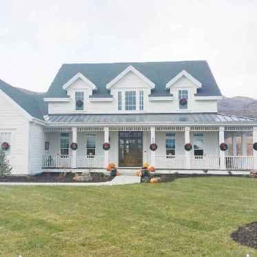 90 Modern American Farmhouse Exterior Landscaping Design (61)