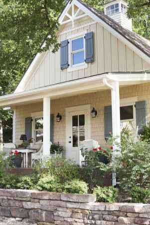 90 Modern American Farmhouse Exterior Landscaping Design (7)