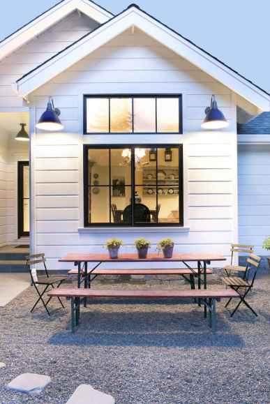 90 Modern American Farmhouse Exterior Landscaping Design (87)