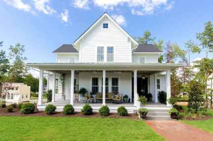 90 Modern American Farmhouse Exterior Landscaping Design (9)