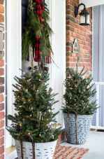 25 Incredibly Christmas Decorations Porch For First Apartment Ideas (14)