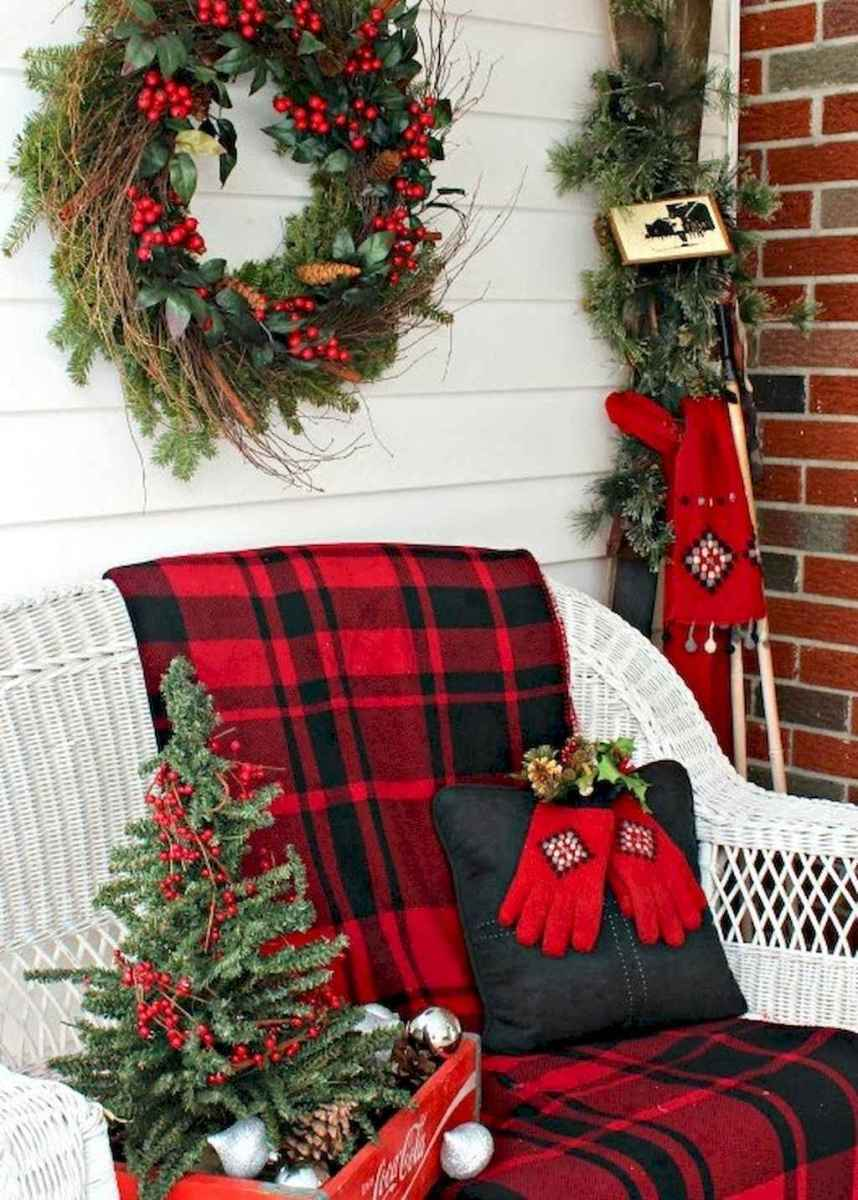 25 Incredibly Christmas Decorations Porch For First Apartment Ideas (19)